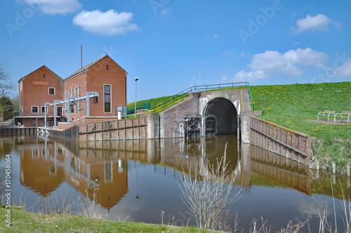 Aluminium Noordzee Schöpfwerk zur Entwässerung in Greetsiel,Ostfriesland,Nordsee,Niedersachsen,Deutschland