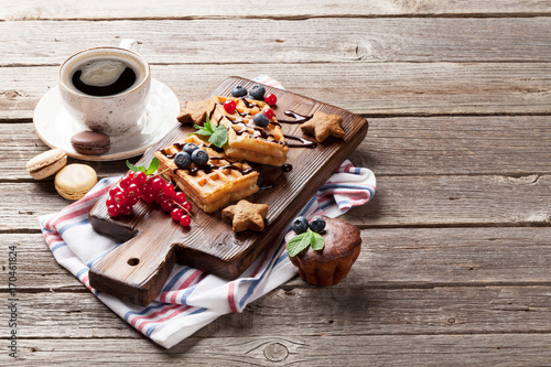 Poster Coffee, sweets and waffles with berries