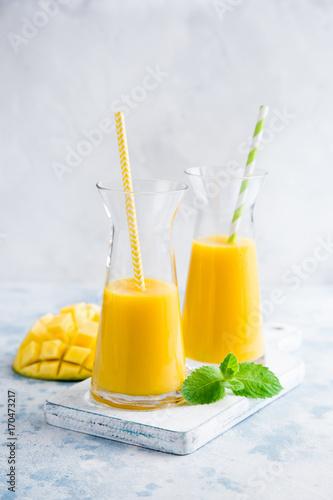 Fotobehang Sap fresh mango smoothie