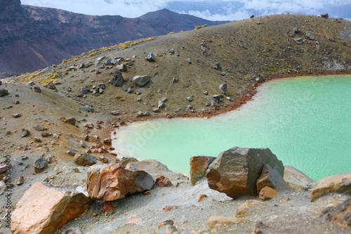 Fotobehang Grijs Tongariro Crossing Emerald lakes in Tongariro National Park, New Zealand