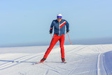 Skater trainiert auf perfekt präparierter Loipe