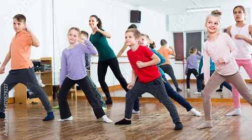 children studying contemp dance
