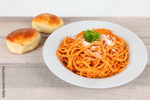 Papiers peints Naples Spaghetti Napoli mit Pizzabrötchen