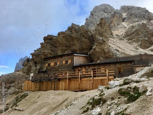 Rifugio di montagna buy photos ap images detailview for Rifugio in baita di montagna