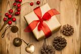 Caja de regalo para Navidad con lazo rojo - 170696607