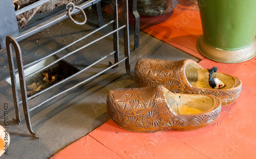 Fotobehang Amsterdam Dutch wooden shoes