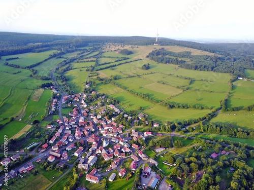 Fotobehang Pistache Hoherodskopf im Vogelsberg aus der Luft