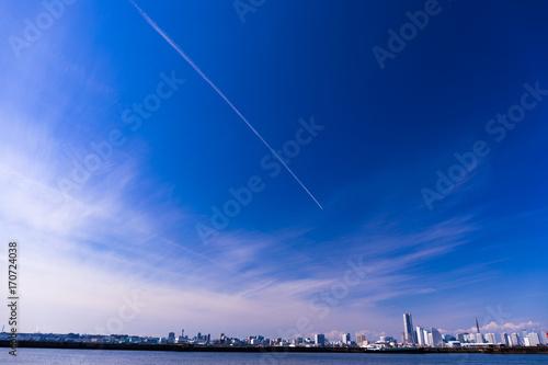 Tuinposter Donkerblauw 横浜みなとみらい、青空の風景