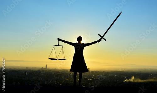 Adalet Ve Güç
