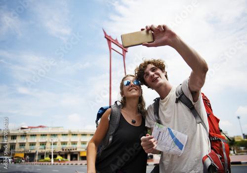 Foto op Plexiglas Bangkok Tourists couple taking selfie with the giant swing in Bangkok Thailand