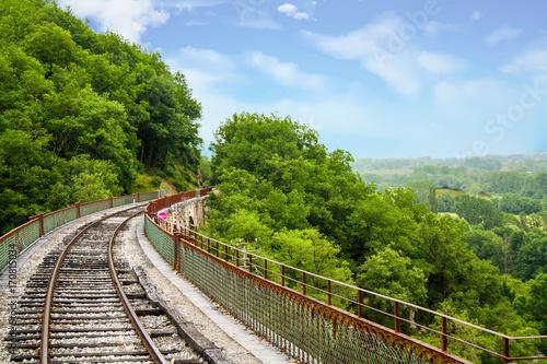 Papiers peints Voies ferrées Martel. Panorama sur les voies de chemin de fer et paysage. Lot. Occitanie