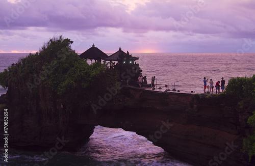 Papiers peints Bali Sunset south Bali, Pura Tanah Lot - most important and venerated sea temple