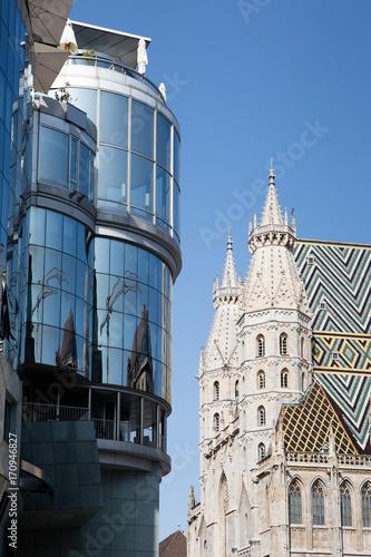 Foto op Canvas Wenen Old vs modern in Vienna, Austria