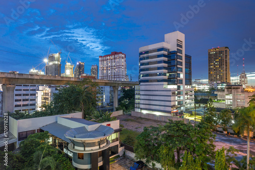 cityscape in bangkok at twilight © restimage