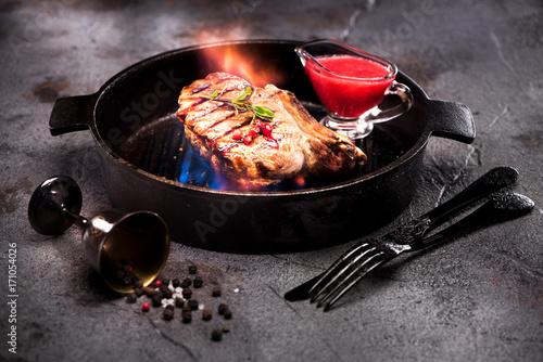 Foto op Plexiglas Steakhouse Beef steaks grill with flames