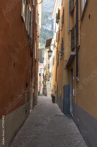 Fotobehang Smalle straatjes Alley in Italy