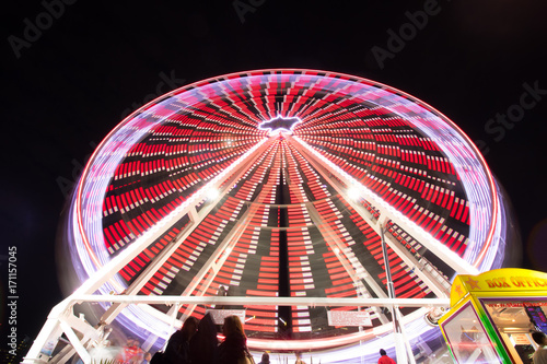 Plakat Ferris wheel at night in long exposure