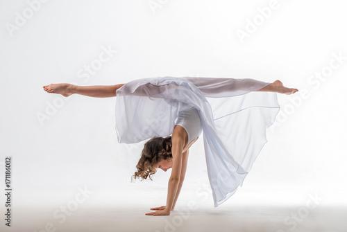 Маленькая балерина плакат