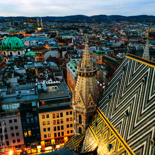 Staande foto Wenen Aerial view of the night Vienna, Austria with illuminated buildings