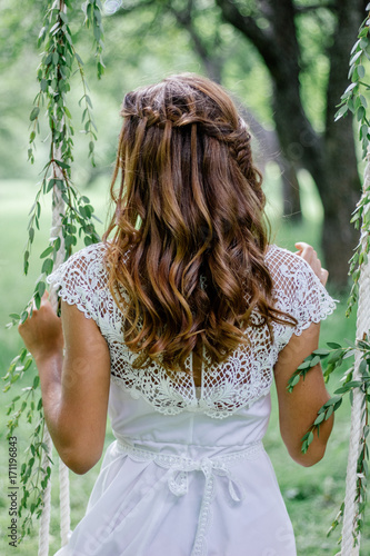 Fotobehang Kapsalon Beautiful wedding hairstyle with the bride turning back.