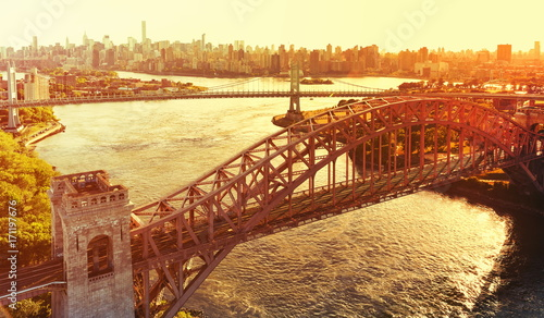Aluminium Bruggen Aerial view of the Hell Gate Bridge over the East River in New York City