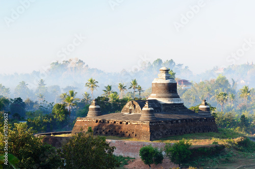 Fotobehang Ochtendgloren Mrauk U (small Bagan) the ancient Rakhaing capital. Sunrise above the Dukkanthein Paya temple in Mrauk U. Myanmar (Burma)