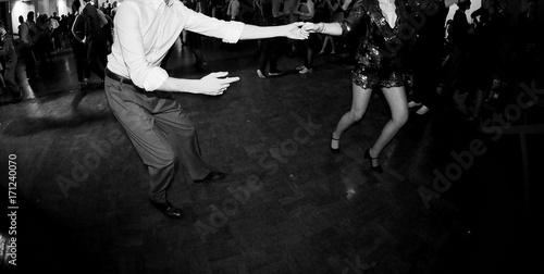Ballare in coppia alla festa - 171240070