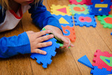 little girl playing with puzzle, early education - 171298639