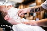 Retro shaving with foam - 171309624