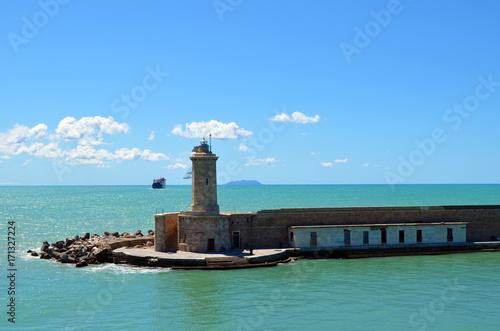 Fotobehang Vuurtoren Faro di livorno. Lighthouse in Livorno. Boat in arrive.