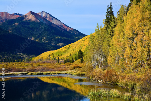 Fotobehang Honing The Scenic Beauty of the Colorado Rocky Mountains