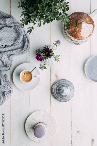 Foto op Canvas Chocolade coffee and marshmallows on wooden background composition with flowers