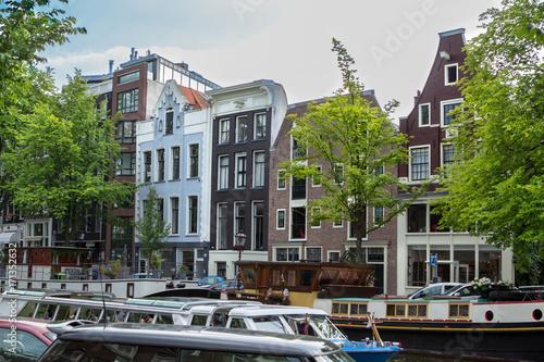Foto op Plexiglas Op straat Houses and Boats on Amsterdam Canal