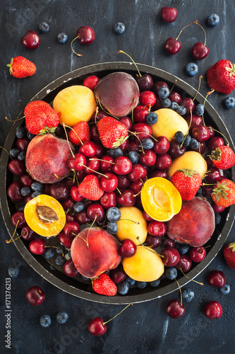 Aluminium Kersen Fresh ripe summer berries and fruits