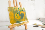 Abstract colorful painting in selective focus. Artistic picture on easel closeup, bright colors, art concept - 171401645