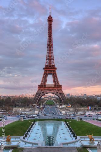 Fotobehang Eiffeltoren The Eiffel Tower at sunset
