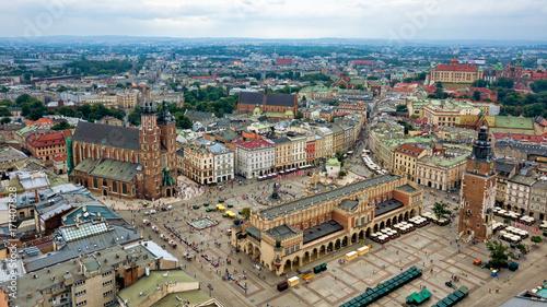 Zdjęcia na płótnie, fototapety na wymiar, obrazy na ścianę : Top view of the main square of Krakow, Poland.