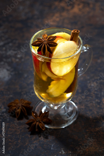 Papiers peints Cafe glass of hot apple tea with spices, vertical