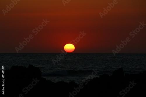 Fotobehang Rood paars puesta de sol