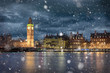 Big Ben und Westminster in London im Winter mit Schneefall