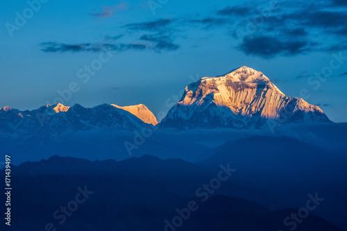 Aluminium Blauwe jeans Sunlight on the mountains' peaks.