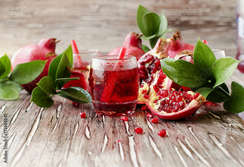 In de dag Sap Fresh pomegranates and juice, selective focus