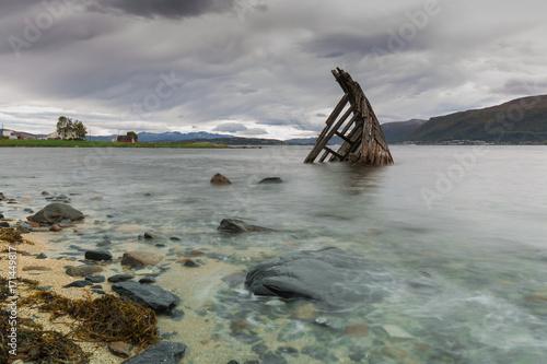Fotobehang Schip Schiffswrack in Tromsö