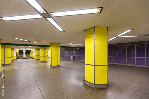 Yellow Hamburg metro