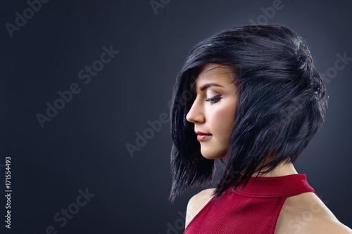 Fotobehang Kapsalon Beautiful brunette woman with perfect hairstyle and professional makeup