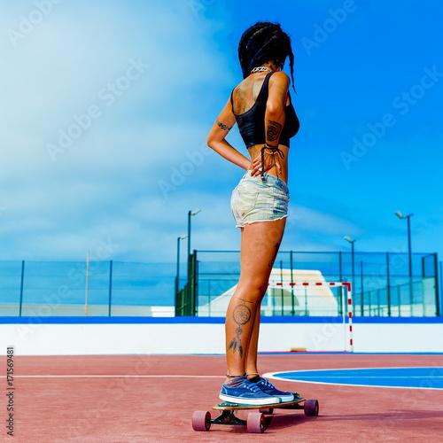 Plexiglas Kapsalon Colombian Girl on longboards. Freedom Street Fashion