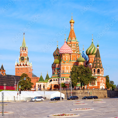 Fotobehang Moskou Saint Basil's Cathedral in Red Square and Kremlin tower in Mosco