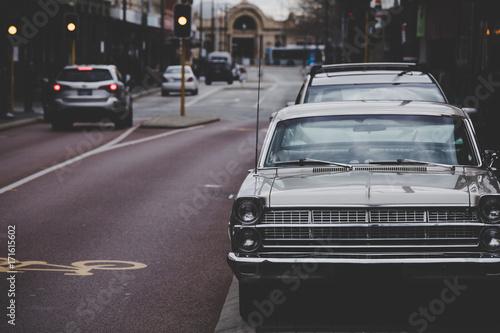 Plakat レトロな車と街並み