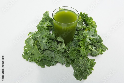Fotobehang Sap High angle view of juice amidst kale leaves