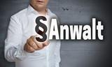 Anwalt touchscreen wird von Mann bedient - 171772683